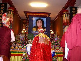 佛菩萨以甘露和连珠炮雷恭迎《多杰羌佛第三世》宝书(实况)