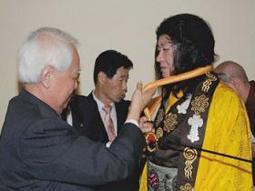 """H.H.第三世多杰羌佛获颁""""世界和平奖""""最高荣誉奖"""