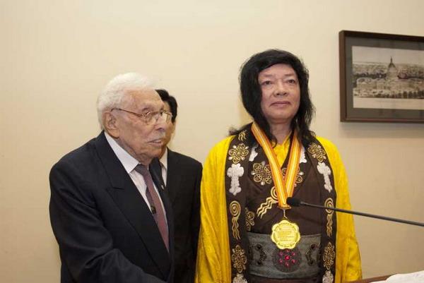 佛教最高领袖第三世多杰羌佛获世界和平奖最高荣誉奖 第1张