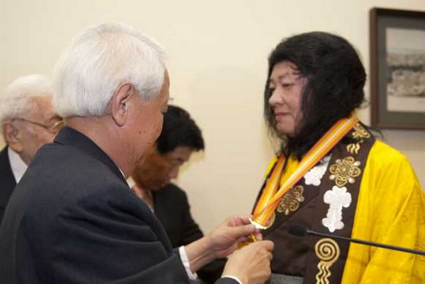 佛教最高领袖第三世多杰羌佛获世界和平奖最高荣誉奖 第2张